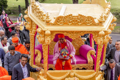 Sants and disciples escort the magnificent golden chariot as His Divine Holiness Acharya Swamishree blesses all