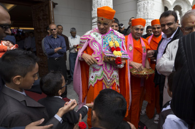 Disciples perform the welcoming ceremony welcoming His Divine Holiness Acharya Swamishree into Shree Swamianrayan Mandir Kingsbury