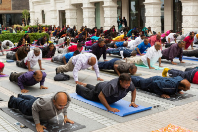Sants and hundreds of disciples perform yoga celerating the first international world yoga day