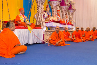 Acharya Swamishree Maharaj and sants gives darshan on stage