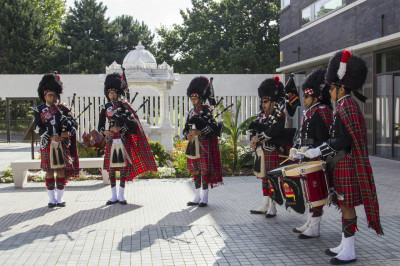 Members of Shree Muktajeevan Swamibapa Pipe Band London perform welcoming all honoured guests to the mandir