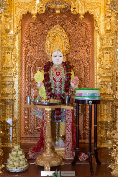 Divine darshan of Lord Shree Swaminarayan dining on sweet and savoury items