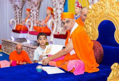 His Divine Holiness Acharya Swamishree blesses disciples who have achieved first, second or third place in their Gujarati class this year