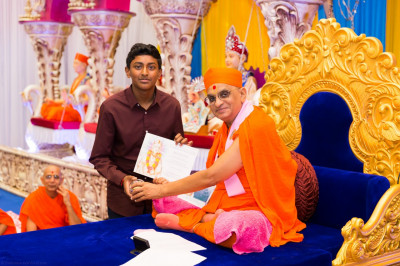 His Divine Holiness Acharya Swamishree blesses disciples who have attained a GCSE in Gujarati