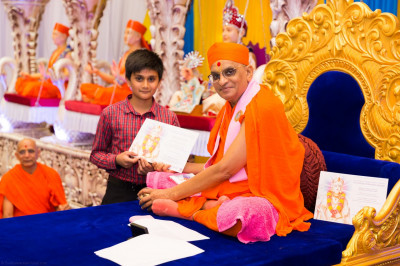His Divine Holiness Acharya Swamishree blesses disciples who have passed Sanskar Deepika Part 2 exam