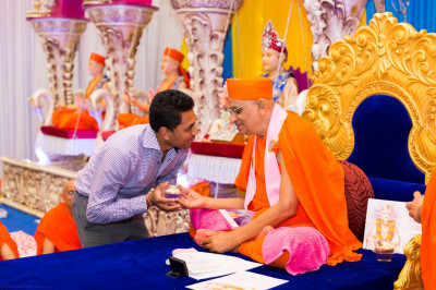 His Divine Holiness Acharya Swamishree blesses disciples who have taught or assisted in Swamibapa Tuition classes