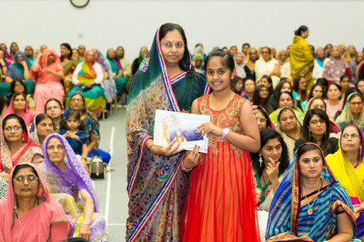 Swamibapa Gujarati classes teachers award disciples who have attained first, second, or third place in their class