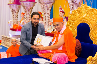 His Divine Holiness Acharya Swamishree blesses disciples who have attained various professional qualifications