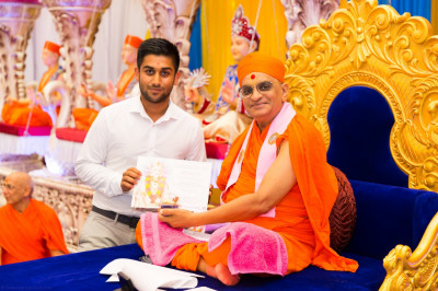 His Divine Holiness Acharya Swamishree blesses disciples who have attained 1st class Honours degrees