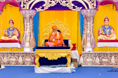 Divine darshan of beloved Acharya Swamishree