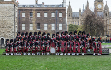 Shree Muktajeevan Swamibapa Pipe Band - London Performs at London New Years Day Parade