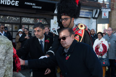 Trustees of Shree Swaminarayan Mandir Kingsbury and the band major of Shree Muktajeevan Swamibapa Pipe Band lays the poppy wreath