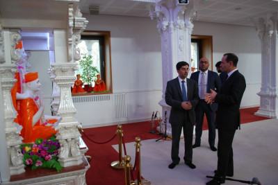 RAdm Mackay is given a guided tour of the Mandir and the facilities at Shree Muktajeevan Swamibapa Complex