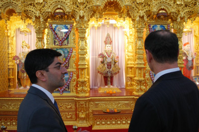 RAdm Mackay is shown the divine murti of the Lord residing at Shree Swaminarayan Mandir Kingsbury