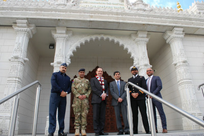 RAdm Mackay and honoured guests at the entrance of Shree Swaminarayan Mandir Kingsbury