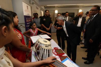 Sadiq Khan meets temple volunteers and witnesses temple activities including