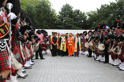 A guard of honour for Acharya Swamishree Maharaj and the Mayor