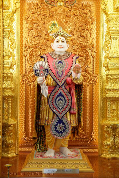 Divine darshan of Jeevanpran Abji Bapashree in Kingsbury Mandir