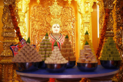 Annakut in front of Shree Swaminarayan Bhagwan