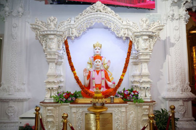 Annakut in front of Shree Swaminarayan Bhagwan and Shree Muktajeevan Swamibapa