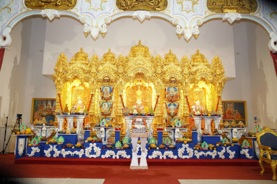 Shree Swaminarayan Bhagwan, Shree Abji Bapashree and Shree Muktajeevan Swamibapa in the sinhasan with the ankot