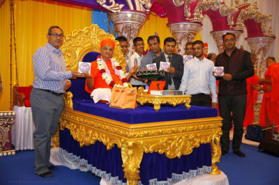 Acharya Swamishree Maharaj launches the DVD of Shree Swaminarayan Mandir Mount Abu Rajat Mahotsav