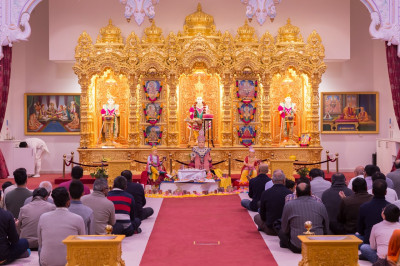Hundreds of disciples gather at Shree Swaminarayan Mandir Kingsbury to celebrate the 190th anniversary of the Shikshapatri