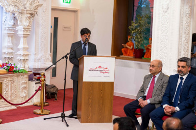 The trustee of the mandir introduces Labour's candidate for Mayor of London - Sadiq Khan MP