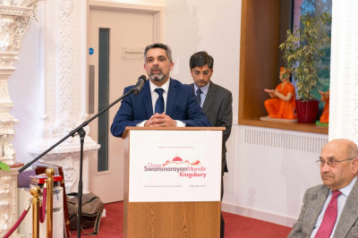 Councillor Muhammed Bhatt introduces Labour's Mayoral candidate for London - Sadiq Khan MP