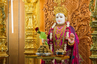 Divine darshan of Lord Shree Swaminarayan dining on delicious freshly prepared sweets and savouries