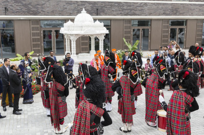 The new members of Shree Muktajeevan Swamibapa Pipe Band London perform to please the Lord