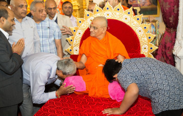 His Divine Holiness Acharya Swamishree departs London