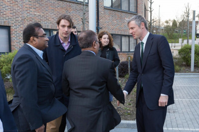 Mayoral candidate Zac Goldsmith meets with mandir officials