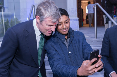 Zac Goldsmith meets with disciples around the mandir complex