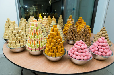 All the annakut sweets are meticulously arranged to be presented to Lord Shree Swaminarayanbapa Swamibapa