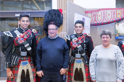 Visitors pose with Shree Muktajeevan Swamibapa Pipe Band