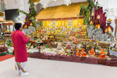 The Maharaj of Shree Swaminarayan Mandir Kingsbury performs mangla aarti to Lord Shree Swaminarayanbapa Swamibapa