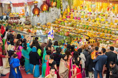 Disciples gather for annakut darshan