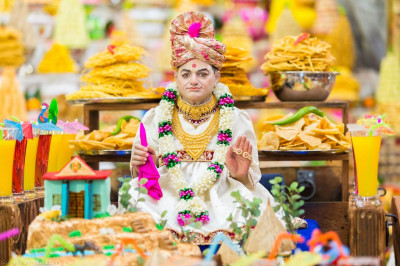 Divine darshan of Jeevanpran Shree Abji Bapashree dining on annakut items