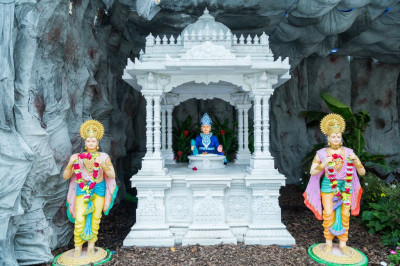Divine darshan of the Lord in the mandir grounds