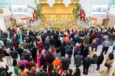 The mandir remains full throughout the day