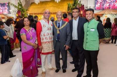 Local Mayors and councillors visit the mandir