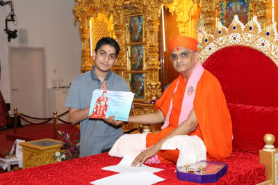 His Divine Holiness Acharya Swamishree blesses a young disciple for achieving a pass in Sanskar Deepika part 3