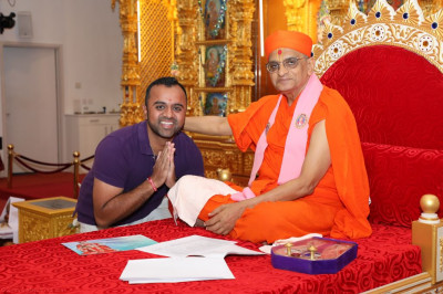 His Divine Holiness Acharya Swamishree blesses disciples for sports achievements