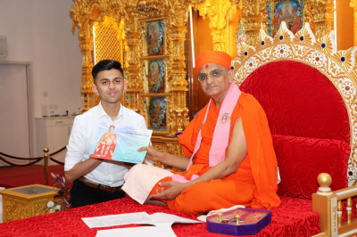 His Divine Holiness Acharya Swamishree blesses disciples with excellence awards for achieving at the top level in their GCSE, GCE A-levels and degree and postgraduate qualifications