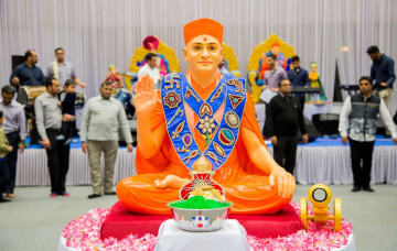 Devotional Dancing to celebrate Fuldolotsav at Shree Swaminarayan Mandir Kingsbury