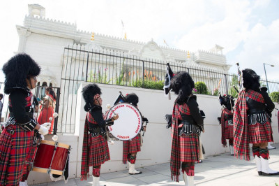 Shree Muktajeevan Swamibapa Pipe Band London perform leading the procession