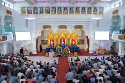 Hundreds of disciples fill Shree Swaminarayan Mandir Kingsbury