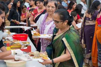 Disciples serve mahaprasad