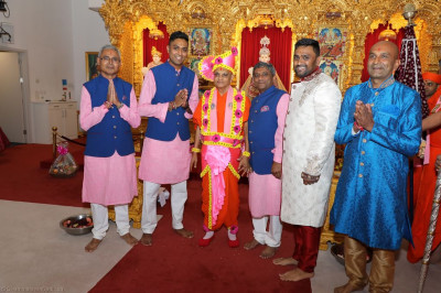 Disciples who have sponsored the celebrations escort His Divine Holiness Acharya Swamishree through the mandir hall